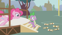 Pinkie waiting for the reaction S1E5