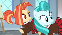 Cheer ponies looking back at Snips S9E15