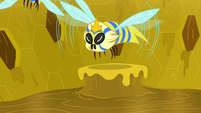Flash bees flying away from Fluttershy S7E20