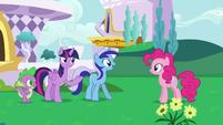 S05E12 Minuette jest szczęśliwa, że widzi Pinkie