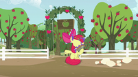 Apple Bloom puts pie to her face S5E17