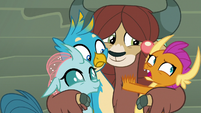 Smolder trying to break out of Yona's hug S8E2