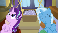 Starlight and Trixie lying in hammocks S8E19