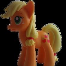 Applejack - figurka z gazety Mój Kucyk Pony.png