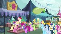 Berryshine buying flowers from the flower trio S7E19