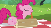 Pinkie Pie licking her present S6E3