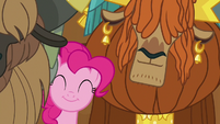 Pinkie and Rutherford swaying to yak music S7E11