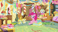Pinkie and the Cake twins clean Sugarcube Corner S7E19