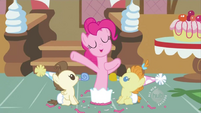 S02E13 Pinkie wyskakuje z tortu