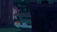 S06E15 Pinkie wychodzi z szafki