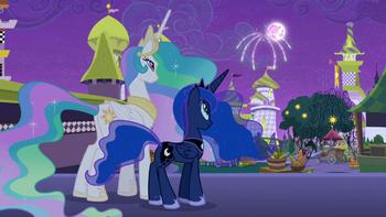 S09E17 Celestia i Luna patrzą na fajerwerki.png