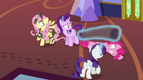 Starlight Glimmer surrounded by hypnotized chaos S6E21
