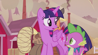 Twilight and Spike listening to Applejack S5E25