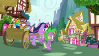 Twilight and Spike race through Ponyville S7E3