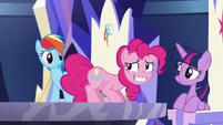 Pinkie nervously smiles S5E19