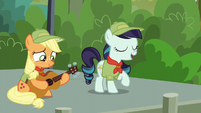 """Rara Singing """"Our Flag Does Wave, From High Above, for Ponykind to See"""" S5E24"""