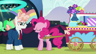 S05E24 Pinkie Pie z wielkim wozem