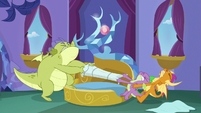 Sludge, Spike, and Smolder fight over pillow S8E24