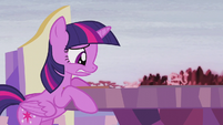 Twilight looking at the Cutie Map worried S5E25