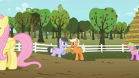 Wingless Rainbow Swoop and Emerald Green celebrating with cider S02E15