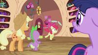 Applejack, Spike and Twilight looking at Apple Bloom S2E06