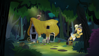 Daring Do flying out of her house S4E04