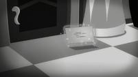 Envelope levitated S5E15