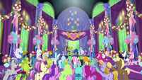 Ponies and changelings cheer for the heroes S7E1