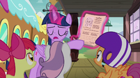 Twilight Sparkle -her mother and father sign it- S8E6