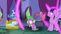 Twilight reappears with a fire extinguisher S8E11
