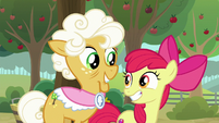 Apple Bloom and Goldie grin at each other S9E10