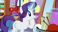 Rarity choosing a new piece of fabric S8E12