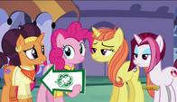 S06E12 Pinkie Pie i Saffron Masala spotykają dwie klacze, które nie są zainteresowane restauracją