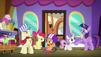 Scootaloo looking embarrassed at Steamer S8E6