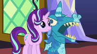 Starlight Glimmer looking at her friends S7E24