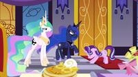 Starlight bows apologetically to Celestia and Luna S7E10