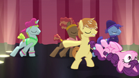 Sugar Belle getting tossed from the stage S7E8