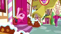 "Pinkie ""no more yovidaphone playing for me!"" S8E18"