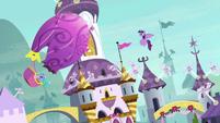 Pinkie Pie's balloon flying around in circles S9E4