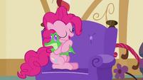 Pinkie Pie hugging Gummy S03E11
