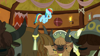 Rainbow Dash flying to the stage S8E18