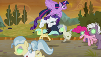 Twilight and Rarity evade Sombrafied ponies S9E2
