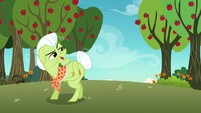 Granny Smith calling out to her friends S8E5