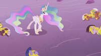 Princess Celestia looking at her fallen soldiers S5E25