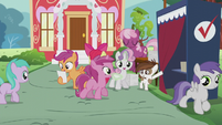 Sweetie Belle gives Berry Pinch a ballot paper S5E18