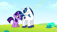Twilight taught to fly a kite S02E25
