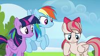 Angel Wings shy to meet Twilight and Rainbow S6E24