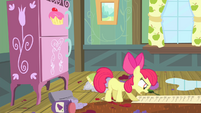 Apple Bloom reads the checklist S4E17