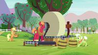 Applejack and family making cider S9E7