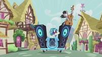 DJ Pon-3 signalling to Octavia Melody S5E9